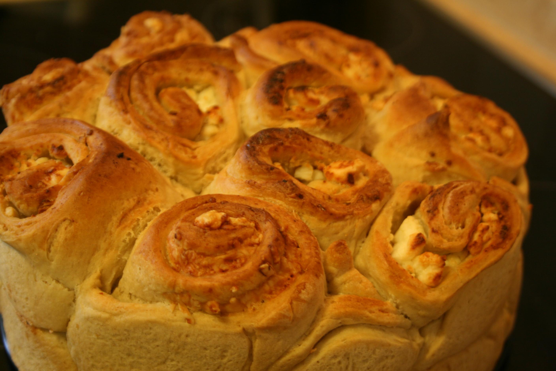 Γεμιστό ψωμί σαν τριαντάφυλλο