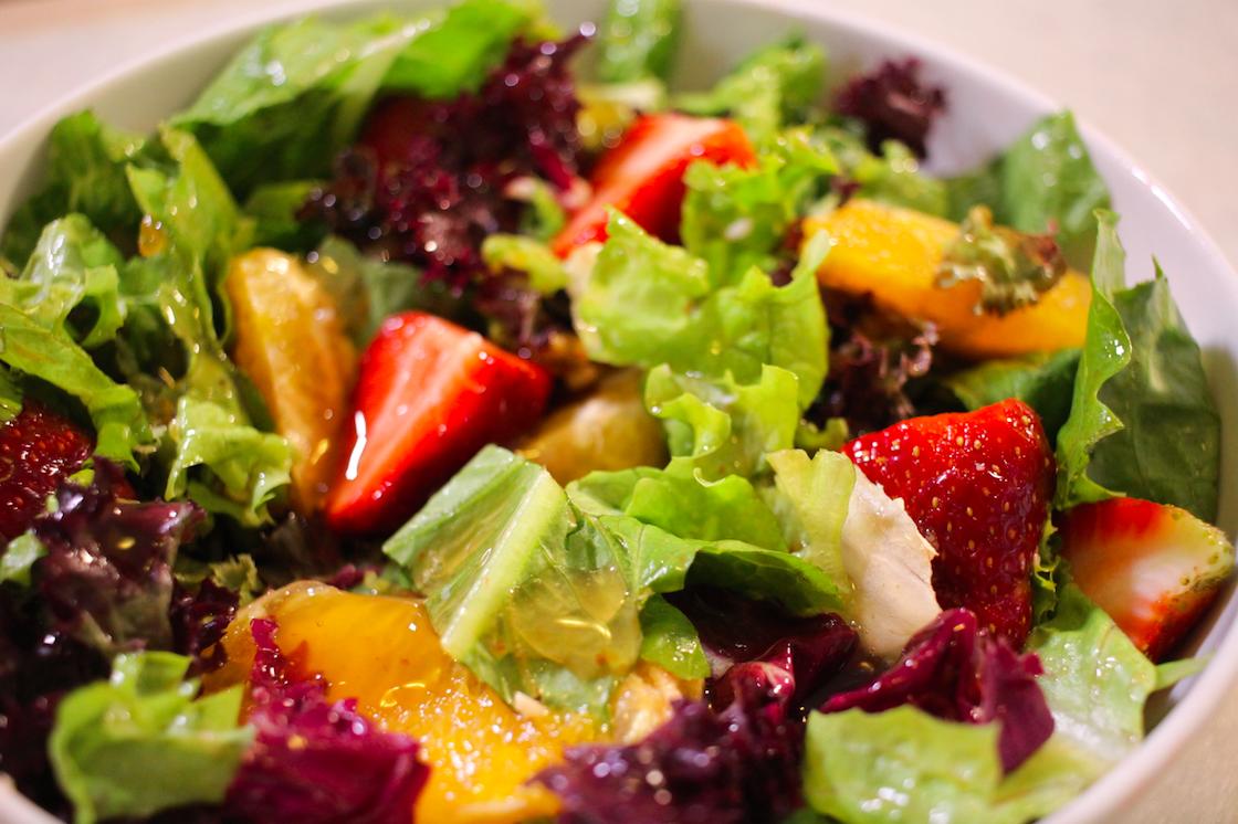Σαλάτα με φράουλες και πορτοκάλι