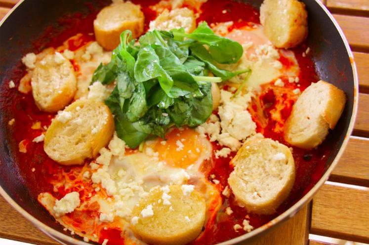 Τηγανητά αυγά σε σάλτσα τομάτας