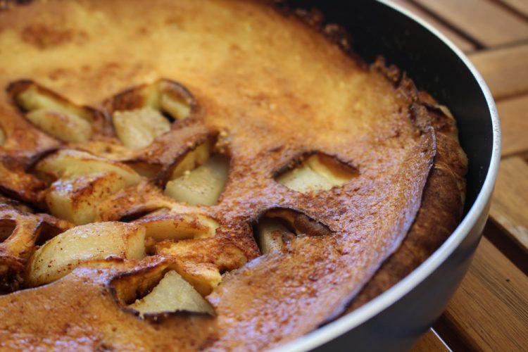 Dutch baby pancake με μήλο και αχλάδι