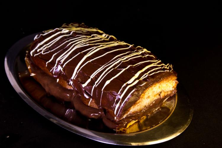 Γεμιστό τσουρέκι με σοκολάτα