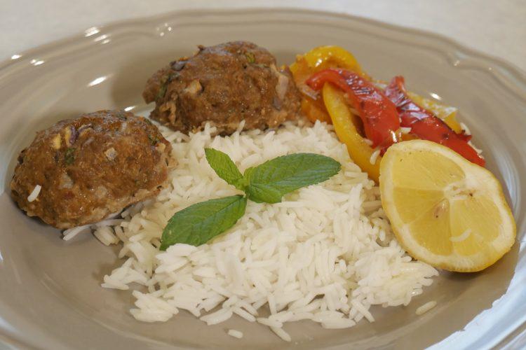 Μπιφτέκια με ρύζι και λαχανικά
